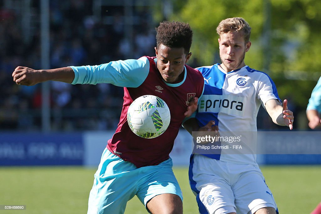 Yannick Helbling of Grasshopper Club Zurich (R) fights for the ball with Samuel Ford of West Ham United FC during the FIFA Blue Stars 2016/FIFA Youth Cup final match between Grasshopper Club Zurich and West Ham United FC on May 5, 2016 in Zurich, Switzerland.