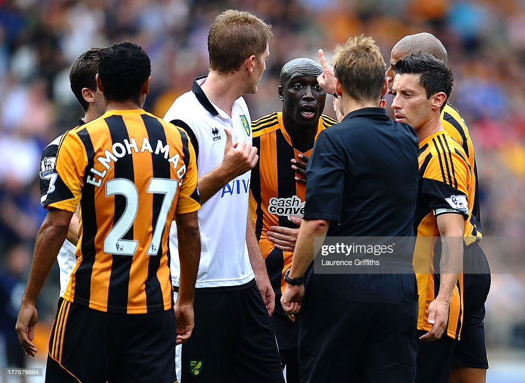 <a gi-track='captionPersonalityLinkClicked' href=/galleries/search?phrase=Yannick+Sagbo&family=editorial&specificpeople=6130628 ng-click='$event.stopPropagation()'>Yannick Sagbo</a> of Hull City is sent off by Referee Mike Jones during the Barclays Premier League match between Hull City and Norwich City at KC Stadium on August 24, 2013 in Hull, England.