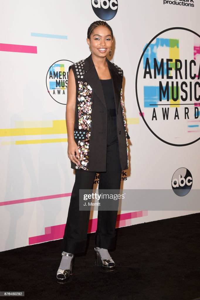 Yara Shahidi poses in the press room during 2017 American Music Awards at Microsoft Theater on November 19, 2017 in Los Angeles, California.