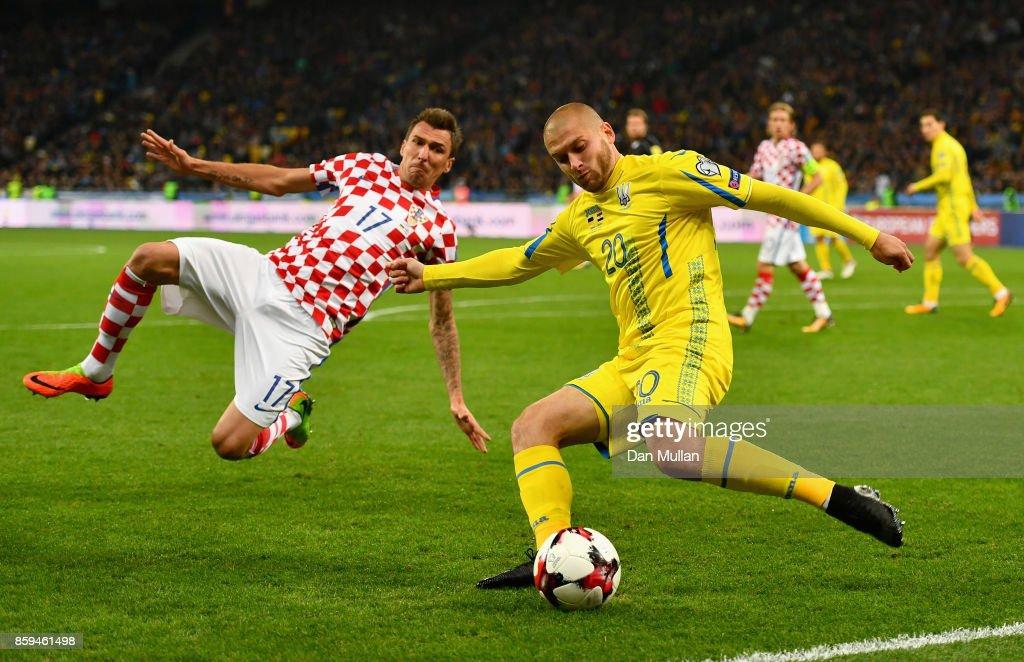 Yaroslav Rakyrskyi of Ukraine is blocked by Mario Mandzukic of Croatia during the FIFA 2018 World Cup Group I Qualifier between Ukraine and Croatia at Kiev Olympic Stadium on October 9, 2017 in Kiev, Ukraine.