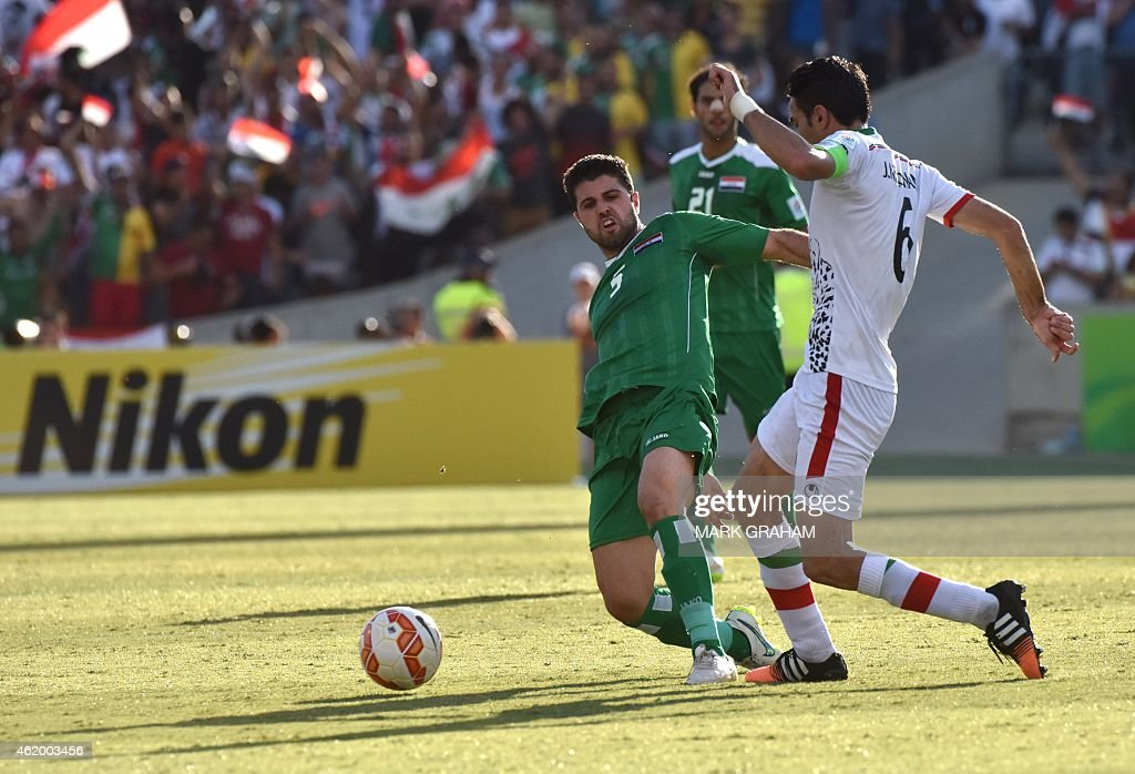 Yaser Safa Kasim (L) of Iraq fights for the ball with Javad Nekonam (R) of Iran during the Asian Cup quarter-final football match between Iraq and Iran in Canberra on January 23, 2015.