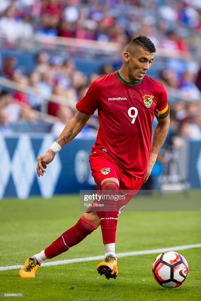 Yasmani Duk #9 of Bolivia controls a ball in the USA backfield late in the first half of the COPA America Centenario USA 2016 on May 28, 2016 at Children's Mercy Park in Kansas City, Kansas.