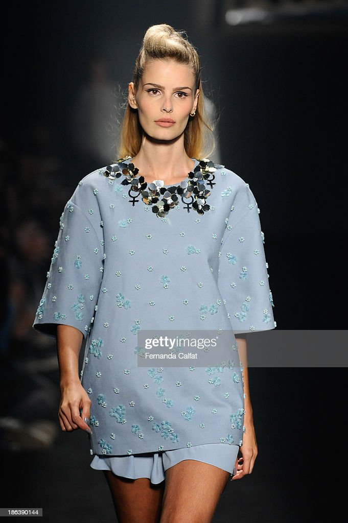 <a gi-track='captionPersonalityLinkClicked' href=/galleries/search?phrase=Yasmin+Brunet&family=editorial&specificpeople=206351 ng-click='$event.stopPropagation()'>Yasmin Brunet</a> walks the runway during Triton show at Sao Paulo Fashion Week Winter 2014 on October 30, 2013 in Sao Paulo, Brazil.