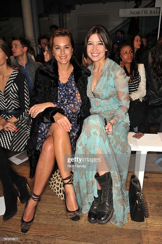 <a gi-track='captionPersonalityLinkClicked' href=/galleries/search?phrase=Yasmin+Le+Bon&family=editorial&specificpeople=161272 ng-click='$event.stopPropagation()'>Yasmin Le Bon</a> and <a gi-track='captionPersonalityLinkClicked' href=/galleries/search?phrase=Daisy+Lowe&family=editorial&specificpeople=787647 ng-click='$event.stopPropagation()'>Daisy Lowe</a> attend the Matthew Williamson show during London Fashion Week Fall/Winter 2013/14 at on February 17, 2013 in London, England.