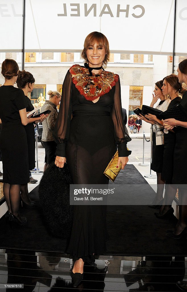<a gi-track='captionPersonalityLinkClicked' href=/galleries/search?phrase=Yasmin+Le+Bon&family=editorial&specificpeople=161272 ng-click='$event.stopPropagation()'>Yasmin Le Bon</a> attends a private view of the new CHANEL flagship boutique on New Bond Street on June 10, 2013 in London, England.