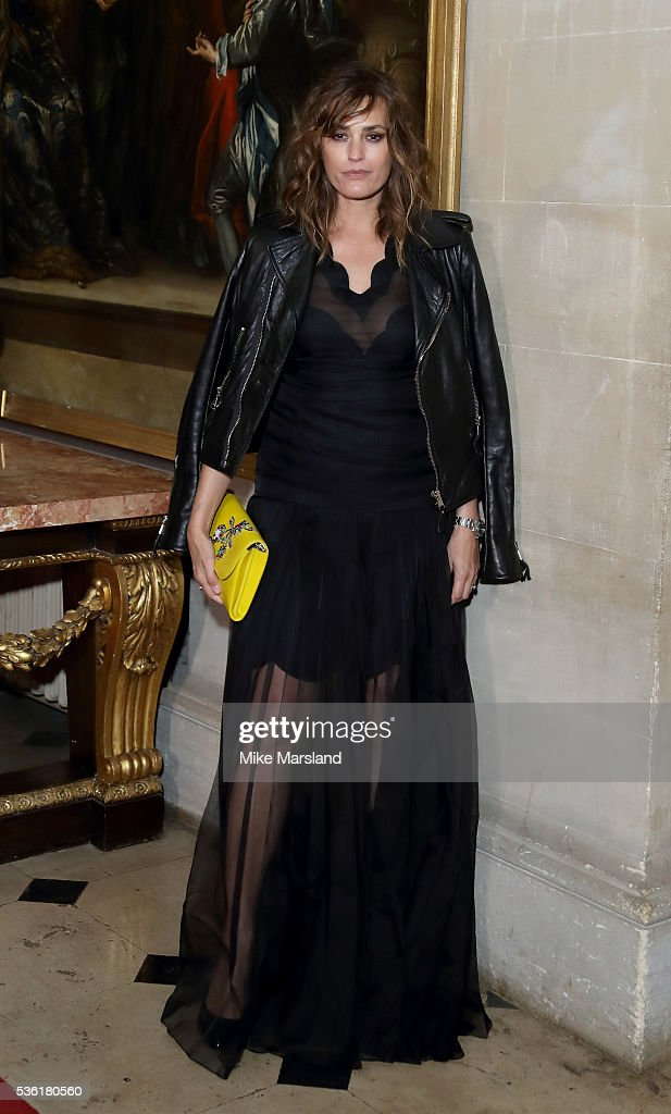 <a gi-track='captionPersonalityLinkClicked' href=/galleries/search?phrase=Yasmin+Le+Bon&family=editorial&specificpeople=161272 ng-click='$event.stopPropagation()'>Yasmin Le Bon</a> attends as Christian Dior showcases its spring summer 2017 cruise collection at Blenheim Palace on May 31, 2016 in Woodstock, England.