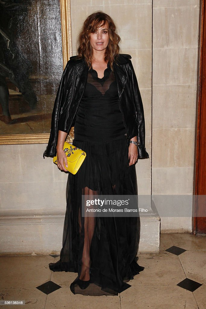 <a gi-track='captionPersonalityLinkClicked' href=/galleries/search?phrase=Yasmin+Le+Bon&family=editorial&specificpeople=161272 ng-click='$event.stopPropagation()'>Yasmin Le Bon</a> attends Christian Dior showcases its spring summer 2017 cruise collection at Blenheim Palace on May 31, 2016 in Woodstock, England.