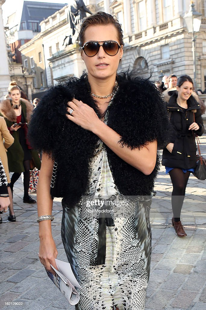 <a gi-track='captionPersonalityLinkClicked' href=/galleries/search?phrase=Yasmin+Le+Bon&family=editorial&specificpeople=161272 ng-click='$event.stopPropagation()'>Yasmin Le Bon</a> is pictured arriving at Somerset House during London Fashion Week on February 19, 2013 in London, England.
