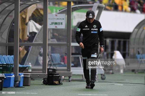 Yasuharu Sorimachicoach of Matsumoto Yamaga looks on during the JLeague J2 match between JEF United Chiba and Matsumoto Yamaga at Fukuda Denshi Arena...