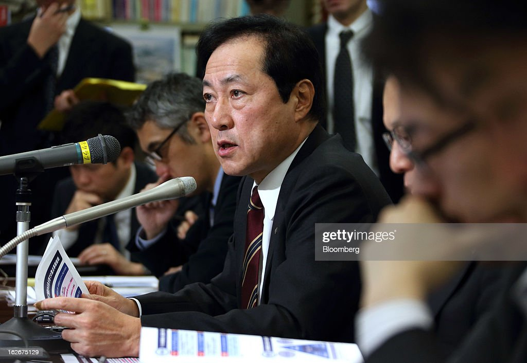 Yasuhiro Sato, president and chief executive officer of Mizuho Financial Group Inc., center, speaks during a news conference in Tokyo, Japan, on Tuesday, Feb. 26, 2013. Mizuho Financial Group Inc., Japan's third-biggest bank by market value, plans to cut an additional 600 jobs as it targets profit of 550 billion yen ($6 billion) in three years following the merger of its lending units. Photographer: Tomohiro Ohsumi/Bloomberg via Getty Images