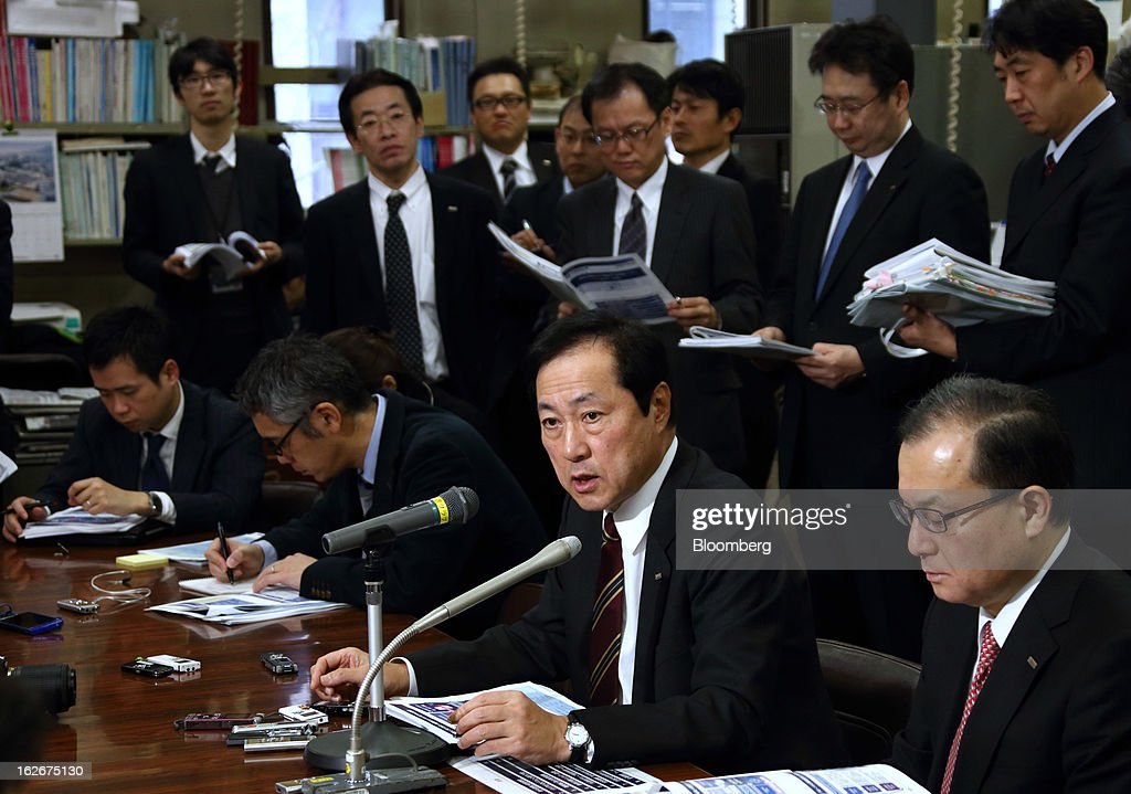 Yasuhiro Sato, president and chief executive officer of Mizuho Financial Group Inc., second from right, speaks during a news conference in Tokyo, Japan, on Tuesday, Feb. 26, 2013. Mizuho Financial Group Inc., Japan's third-biggest bank by market value, plans to cut an additional 600 jobs as it targets profit of 550 billion yen ($6 billion) in three years following the merger of its lending units. Photographer: Tomohiro Ohsumi/Bloomberg via Getty Images