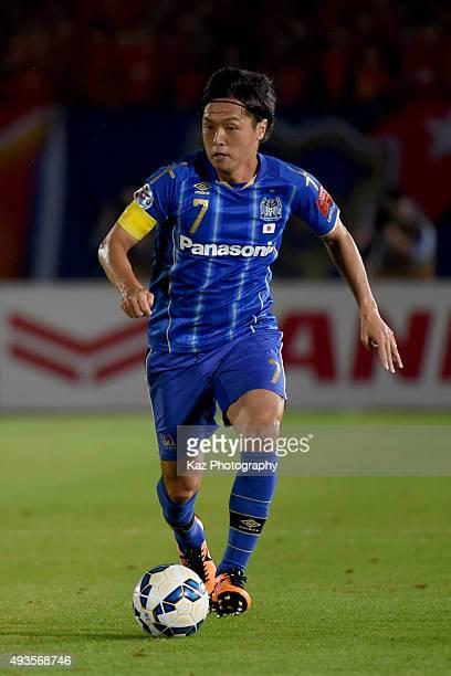 Yasuhito Endo of Gamba Osaka dribbles the ball during the AFC Champions League semi final match between Gamba Osaka and Guangzhou Evergrande at the...