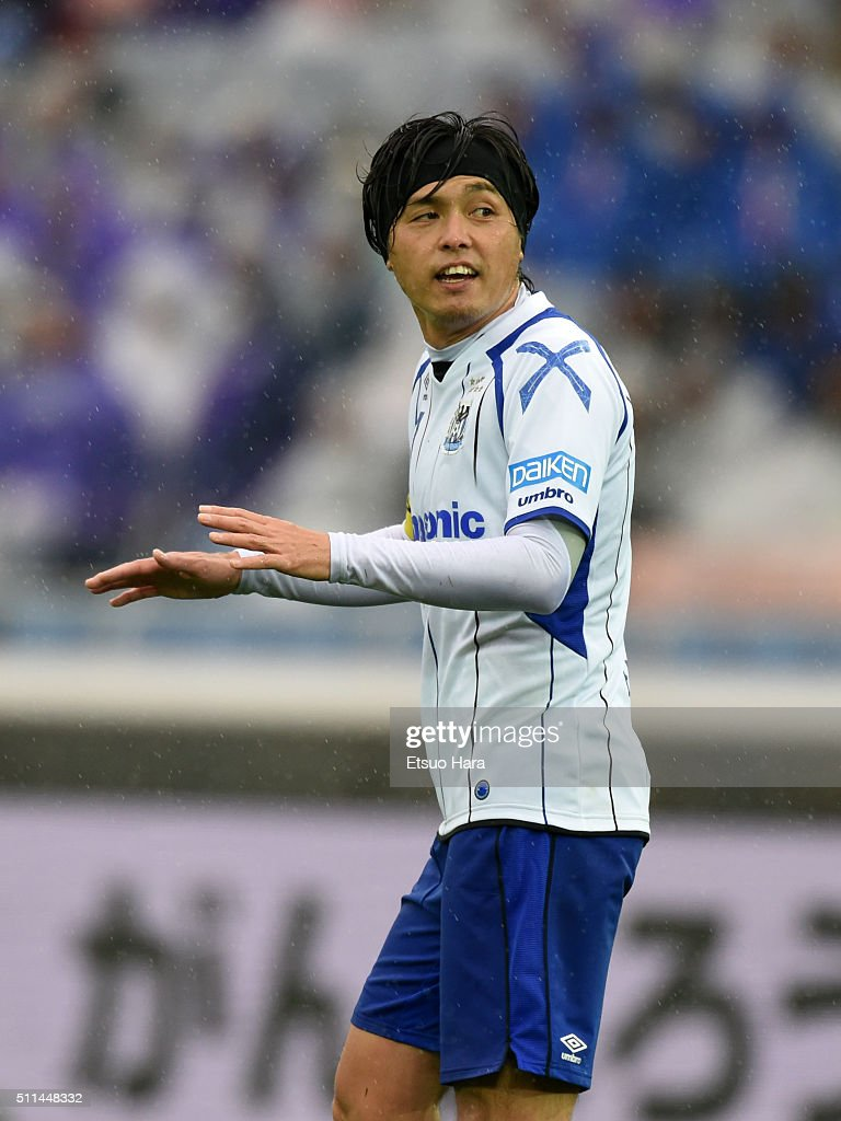 Yasuhito Endo of Gamba Osaka gestures during the FUJI XEROX SUPER CUP 2016 match between Sanfrecce Hiroshima and Gamba Osaka at Nissan Stadium on February 20, 2016 in Yokohama, Japan.