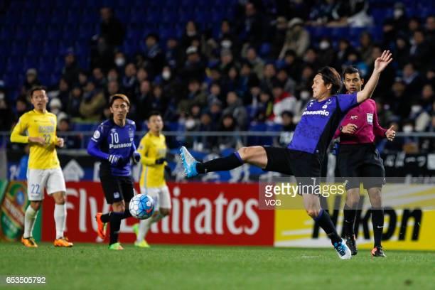 Yasuhito Endo of Gamba Osaka handles the ball during the AFC Champions League Group H match between Gamba Osaka and Jiangsu Suning at the Suita City...