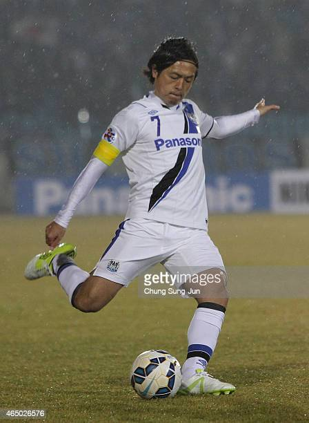 Yasuhito Endo of Gamba Osaka in action during the AFC Champions League Group F match between Seongnam FC and Gamba Osaka at Tancheon Sports Complex...