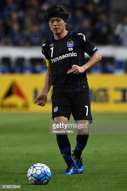 Yasuhito Endo of Gamba Osaka in action during the AFC Champions League Group G match between Gamba Osaka and Suwon Samsung Bluewings FC at the Suita...