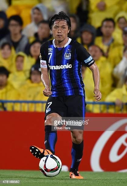 Yasuhito Endo of Gamba Osaka in action during the JLeague match between Kashiwa Reysol and Gamba Osaka at Hitachi Kashiwa Soccer Stadium on June 23...