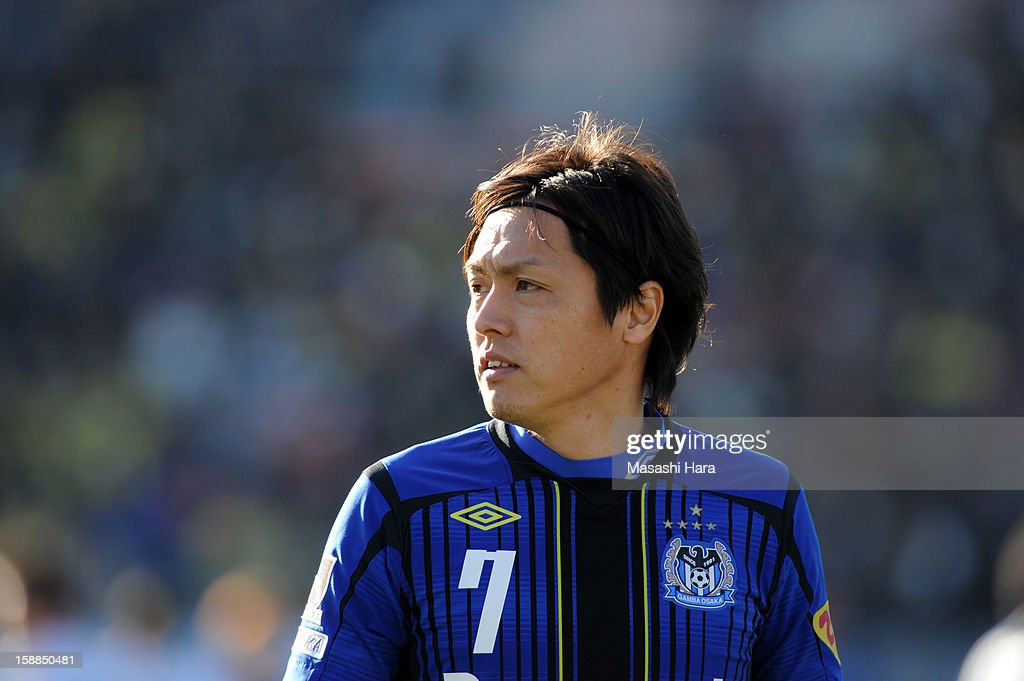Yasuhito Endo #7 of Gamba Osaka looks on during the 92nd Emperor's Cup final match between Gamba Osaka and Kashiwa Reysol at the National Stadium on January 1, 2013 in Tokyo, Japan.