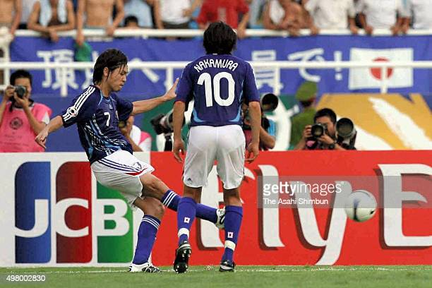 Yasuhito Endo of Japan scores his team's second goal from a free kick during the AFC Asian Cup Group B match between Vietnam and Japan at My Dinh...
