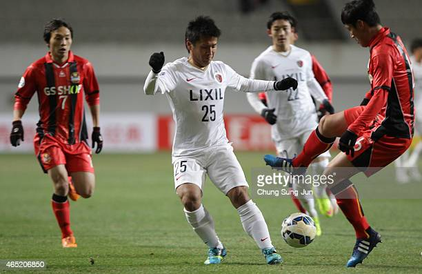Yasushi Endo of Kashima Antlers compete for the ball with Kim JinKyu of FC Seoul during the AFC Champions League Group H match between FC Seoul and...