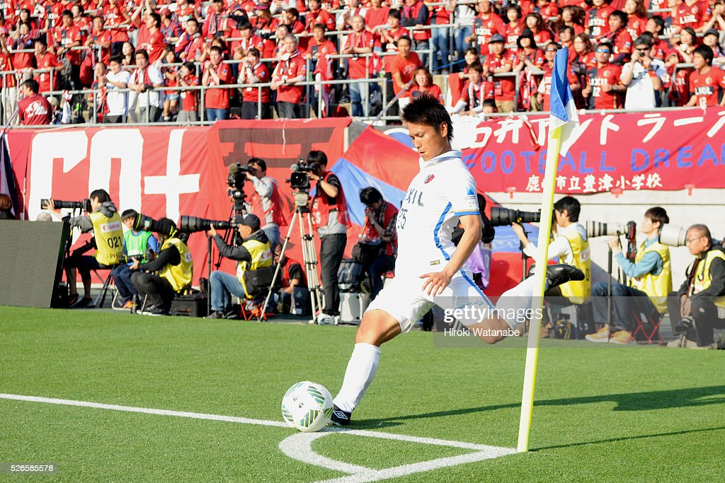<a gi-track='captionPersonalityLinkClicked' href=/galleries/search?phrase=Yasushi+Endo&family=editorial&specificpeople=6778991 ng-click='$event.stopPropagation()'>Yasushi Endo</a> of Kashima Antlers takes a free kick during the J.League match between Omiya Ardija and Kashima Antlers at Nack 5 Stadium Omiya on April 30, 2016 in Saitama, Japan.