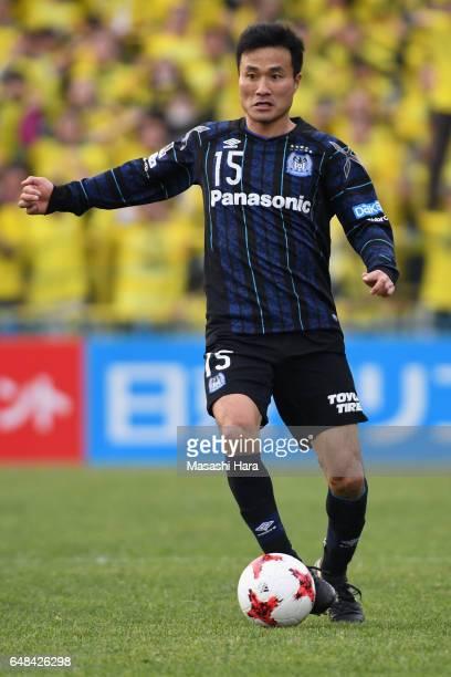 Yasuyuki Konno of Gamba Osaka in action during the JLeague J1 match between Kashiwa Reysol and Gamba Osaka at Hitachi Kashiwa Soccer Stadium on March...