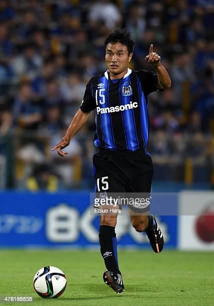 Yasuyuki Konno of Gamba Osaka in action during the JLeague match between Kashiwa Reysol and Gamba Osaka at Hitachi Kashiwa Soccer Stadium on June 23...