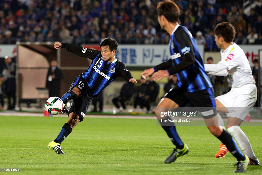 Yasuyuki Konno of Gamba Osaka scores his team's second goal during the J.League Championship Final frist leg match between Gamba Osaka and Sanfrecce Hiroshima at Expo '70 Commemorative Stadium on December 2, 2015 in Suita, Osaka, Japan.