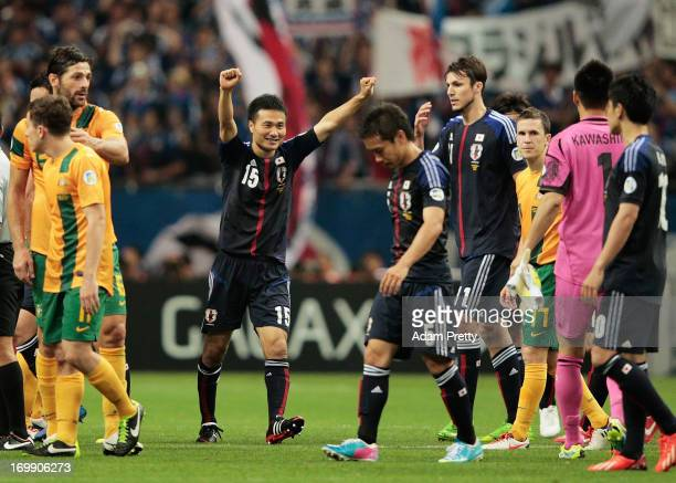 Yasuyuki Konno of Japan celebrates with the team after the FIFA World Cup qualifier match between Japan and Australia at Saitama Stadium on June 4...