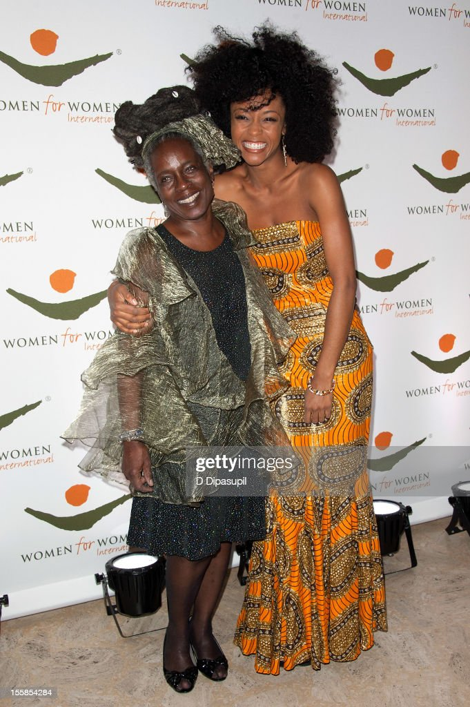 <a gi-track='captionPersonalityLinkClicked' href=/galleries/search?phrase=Yaya+DaCosta&family=editorial&specificpeople=619383 ng-click='$event.stopPropagation()'>Yaya DaCosta</a> (R) and mother Orundun DaCosta Johnson attend the 2012 Women For Women International gala at Koch Theater, Lincoln Center on November 8, 2012 in New York City.