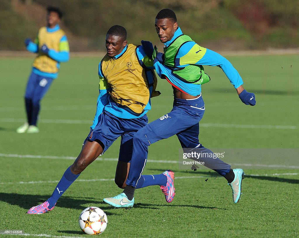 <a gi-track='captionPersonalityLinkClicked' href=/galleries/search?phrase=Yaya+Sanogo&family=editorial&specificpeople=5862550 ng-click='$event.stopPropagation()'>Yaya Sanogo</a> and Semi Ajayi of Arsenal wrestle for the ball during the 1st team training session at London Colney on December 8, 2014 in St Albans, England.