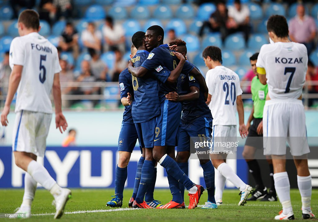 <a gi-track='captionPersonalityLinkClicked' href=/galleries/search?phrase=Yaya+Sanogo&family=editorial&specificpeople=5862550 ng-click='$event.stopPropagation()'>Yaya Sanogo</a> (C) of France celebrates with his team mates after scoring his team's first goal during the FIFA U-20 World Cup Quarter Final match between France and Uzbekistan at Yeni Sehir Stadium on July 6, 2013 in Rize, Turkey.