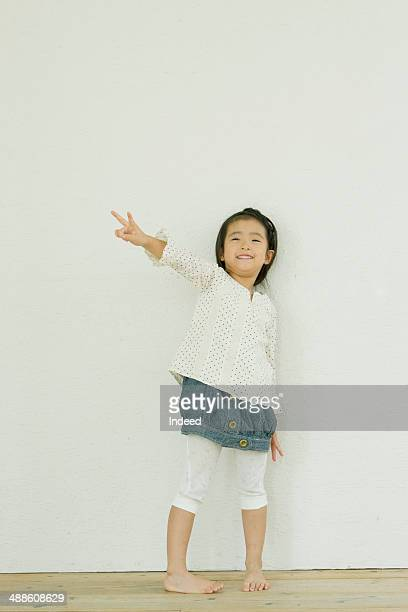 6 year old girl who makes pose