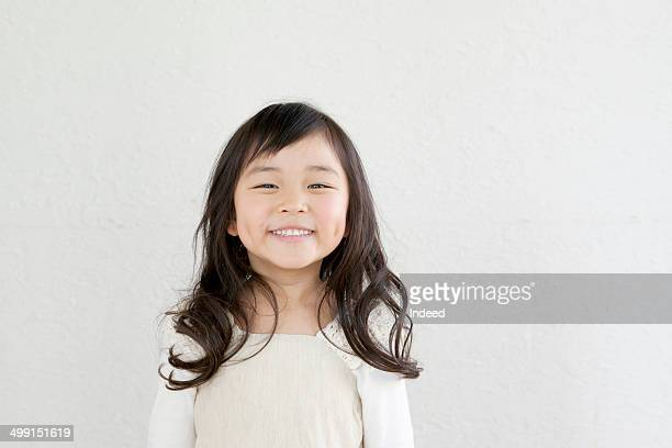 5-9 year old girl who makes pose