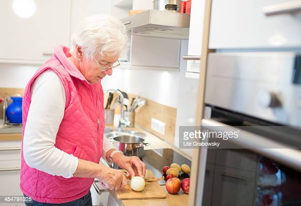 A 75 year old lady preparing vegetables in her kitchen pictured on October 17 2013 on the island of Borkum Germany Photo by Ute Grabowsky/Photothek...