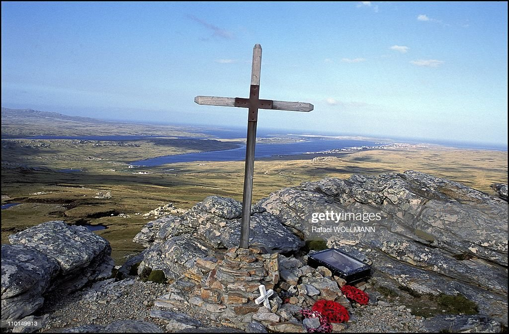 20 years after the war in Falkland Islands in 2002 - In photo: British cross at Tumbledown.