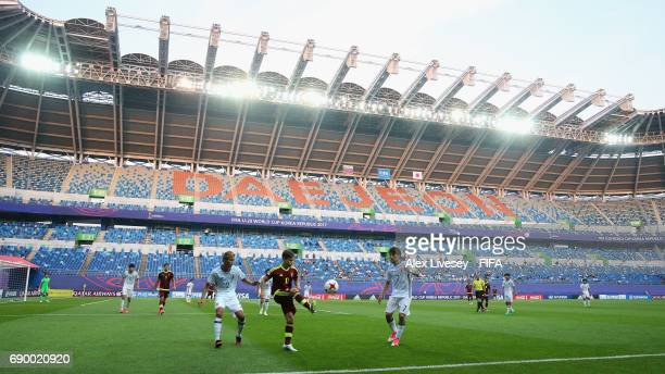 Yeferson Soteldo of Venezuela controls the ball during the FIFA U20 World Cup Korea Republic 2017 Round of 16 match between Venezuela and Japan at...