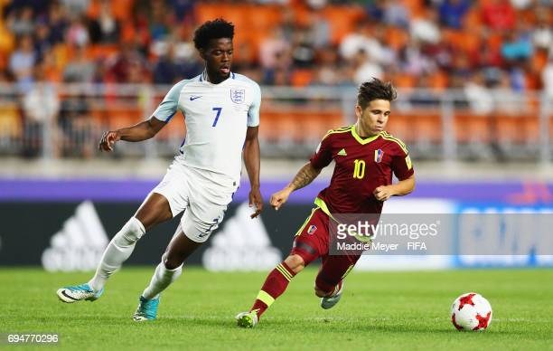 Yeferson Soteldo of Venezuela evades Josh Onomah of England during the FIFA U20 World Cup Korea Republic 2017 Final between Venezuela and England at...