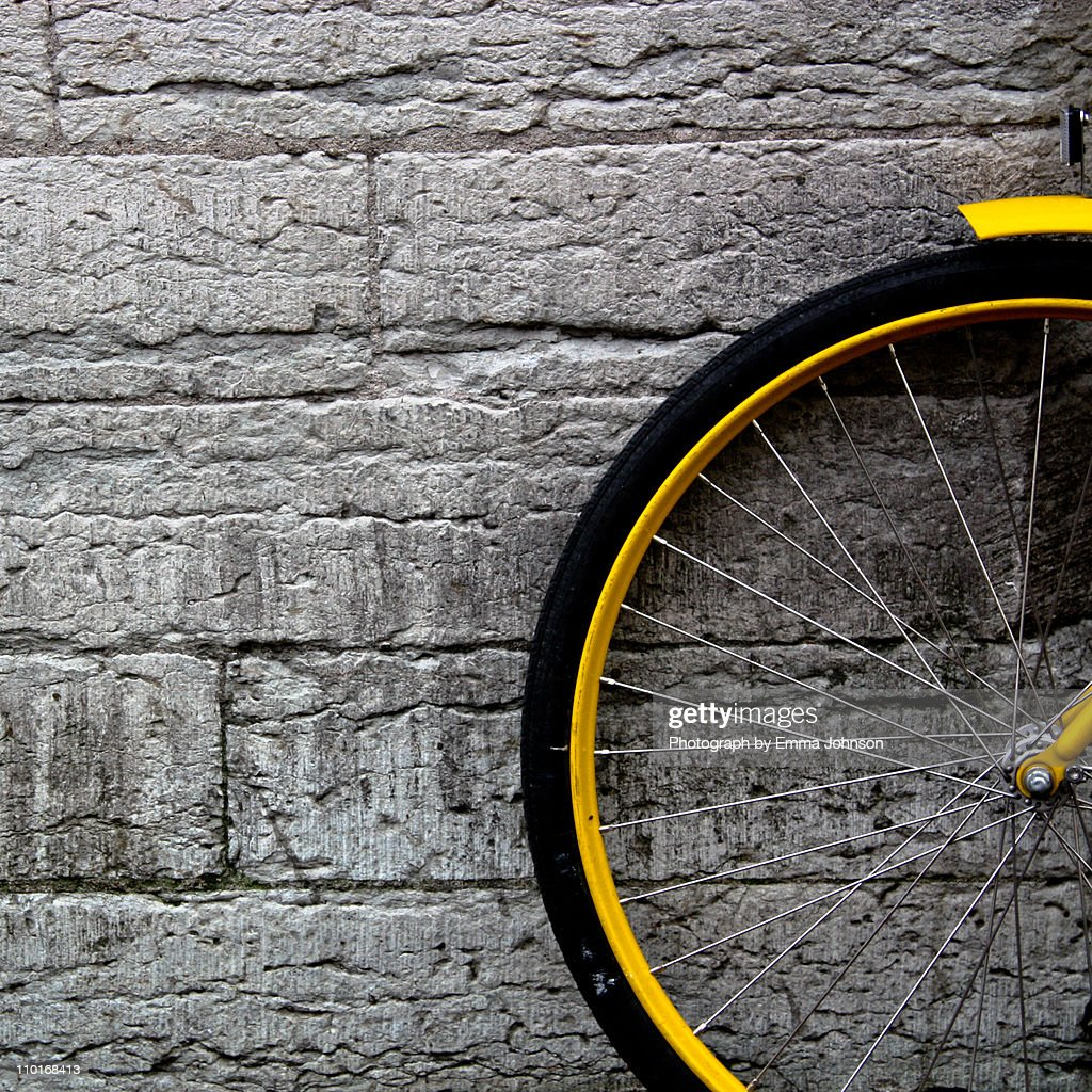 Yellow bicycle : Foto de stock