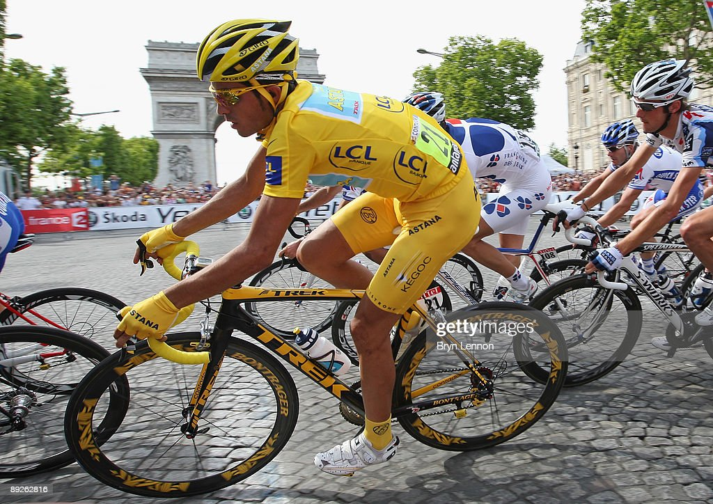 Yellow Jersey holder Alberto Contador of Spain and Astana passes L'Arc de Triomphe during Stage Twenty One of the Tour de France on July 26, 2009 in Paris, France.