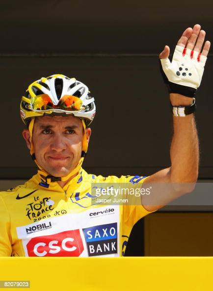 Yellow Jersey overall race winner Carlos Sastre of Spain and Team CSC Saxobank waves to the crowd prior to the start in Etampes during Stage Twenty...
