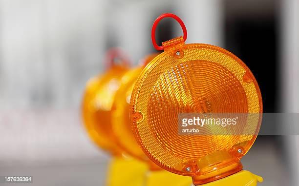 Lámparas de advertencia amarillo naranja de tráfico
