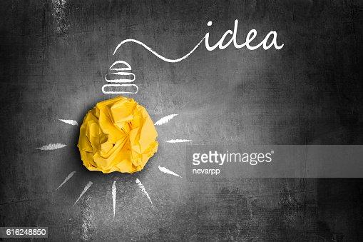 yellow paper light bulb idea : Foto de stock