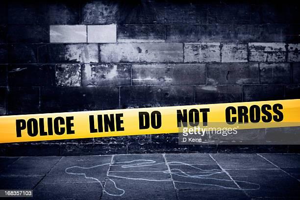 黄色の警察ラインが犯行現場