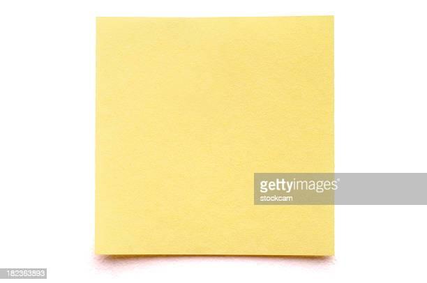 Post-it giallo nota su bianco