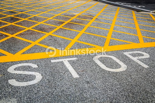 Gelbe Straße Zeichnung überqueren Sie Die Linie Keine Stoppschild ...