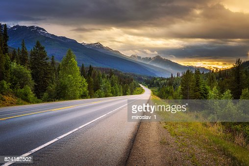 Scenic Icefields Pkwy in Banff National Park at sunset : Foto stock