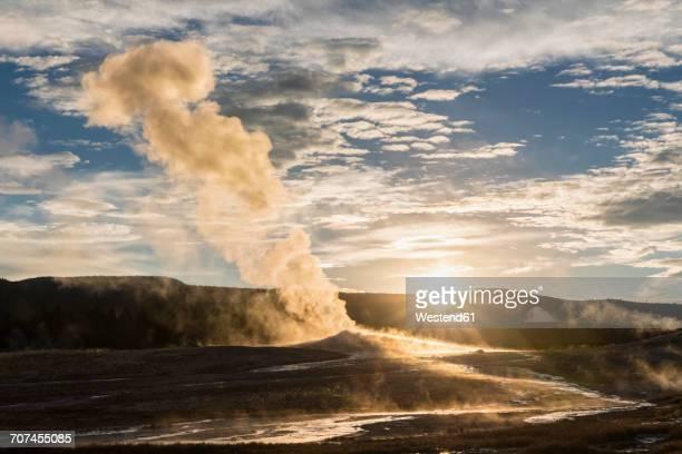 USA, Yellowstone Park, Wyoming, Old Faithful Geyser erupting