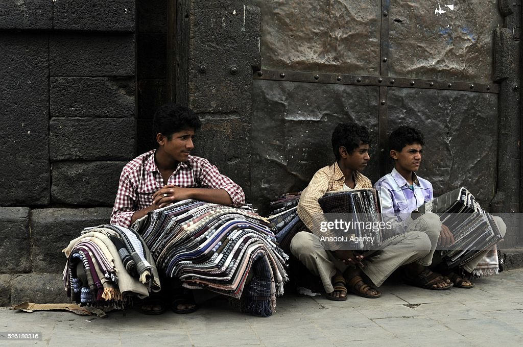 Yemen hawkers are seen as the peace talks organized in Kuwait continues in Sanaa, Yemen on April 29, 2016.