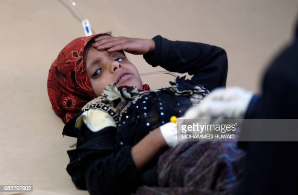 Yemeni child suspected of being infected with cholera receives treatment at a hospital in Sanaa on May 15 2017 / AFP PHOTO / Mohammed HUWAIS